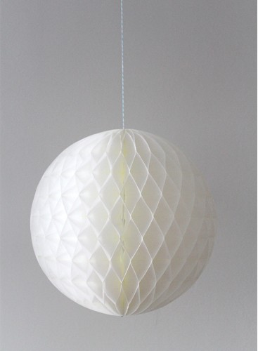 Bola de nido de abeja blanca
